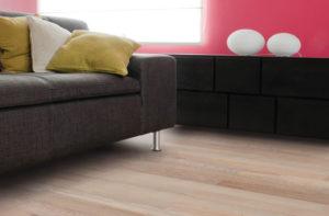 somit zeigt sich sowohl der vinylboden als auch der designboden ist eine hervorragende alternative zum parkett oder laminat und bietet diesen gegenber - Vor Und Nachteile Von Laminatboden Gegenber Hart
